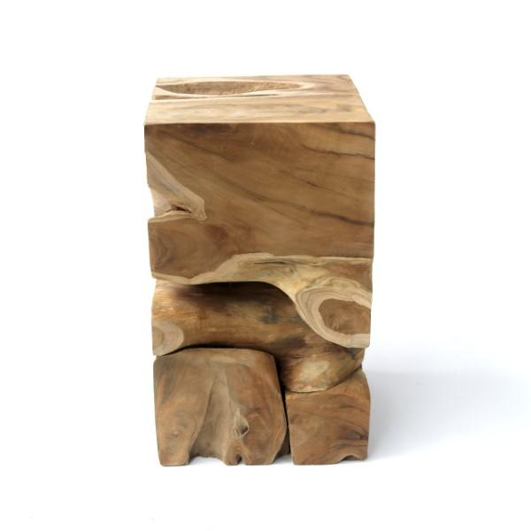 Fyrkantigt sidobord av teakrot
