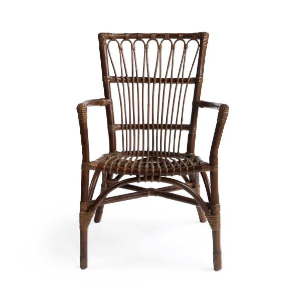 Elegant mörk rottingstol med armstöd