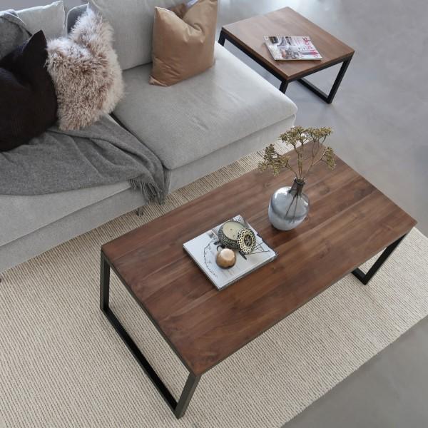 rustikt designbord i trä med metallben