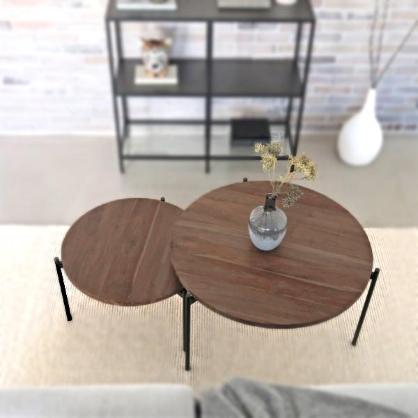 Två st träsoffbord med svarta metallben by Frinello