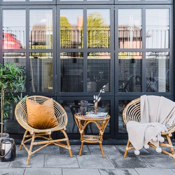 Cafe set / grupp rotting två stolar ett bord