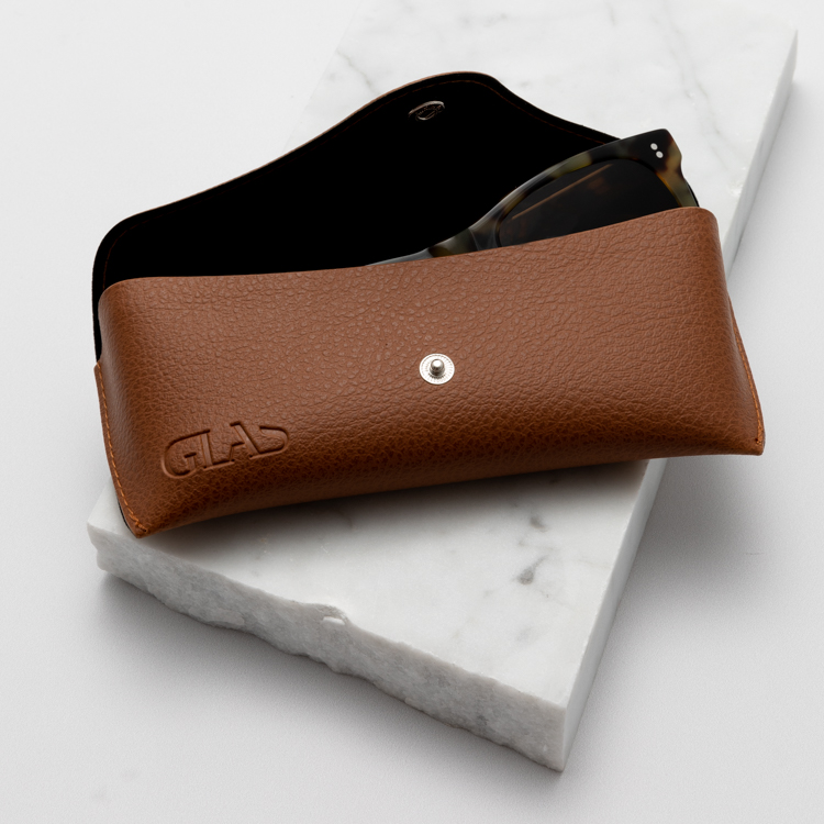 Case in vegan leather
