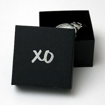"Presentask ""XO"" svart/silver 90x90 mm"