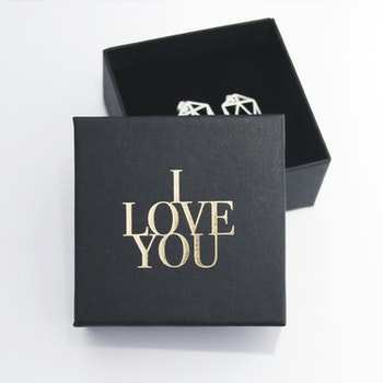 "Presentask ""I love you"" svart/guld 73x73x35 mm"