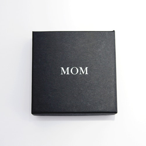 "Presentask ""Mom"" svart/vit 86x86x26 mm"