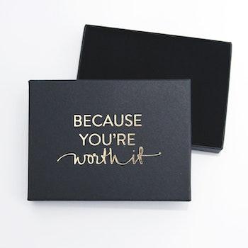 "Presentask ""Because you're worth it"" svart/guld 108x80x17 mm"
