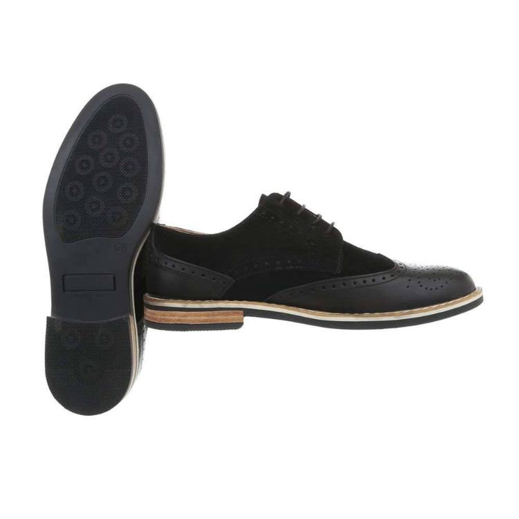 Svart lädersko med brogue mönster