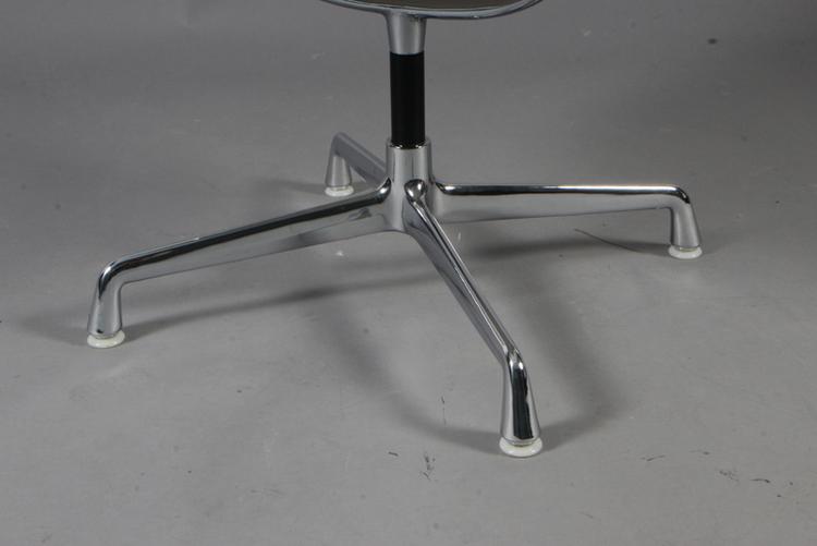 Stolar, Herman Miller EA-107 - Konstläder