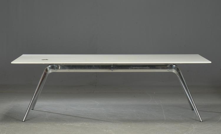 Bord, Fritz Hansen Model T-N - Design Todd Bracher