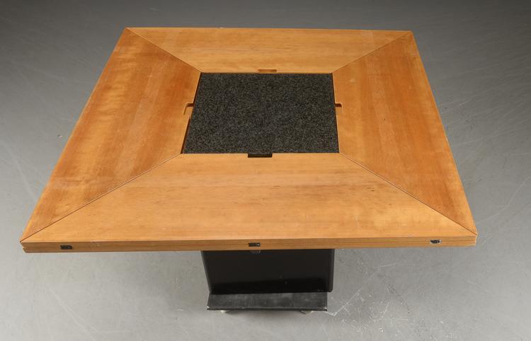 Matbord, Tranekaer / Tranekær Cirkante - Bob & Dries van den Berghe