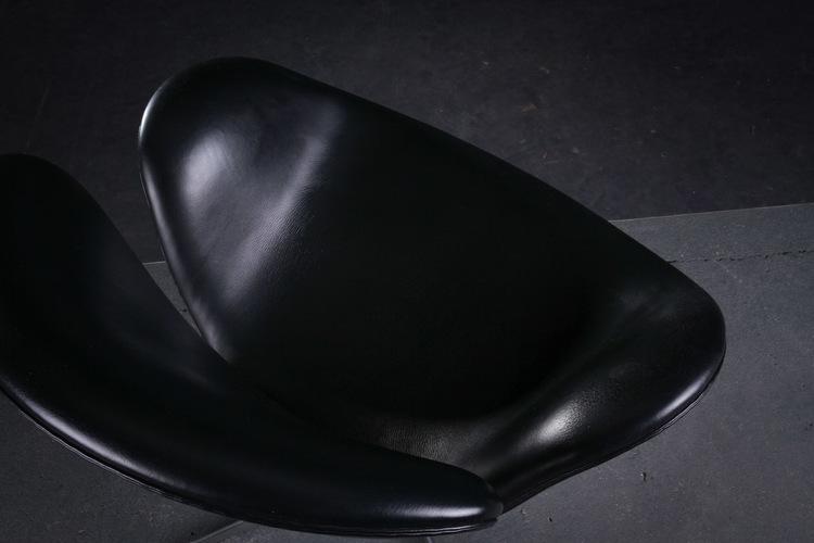 Loungefåtölj, Fritz Hansen Svanen 3320 Svart skinn - Arne Jacobsen