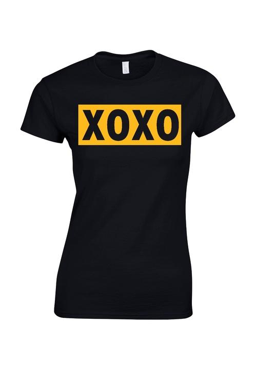 """T-shirt med tryck """"XOXO"""""""