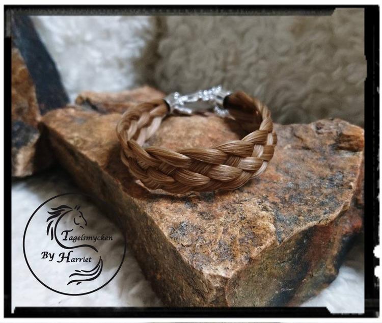 Femflätat armband