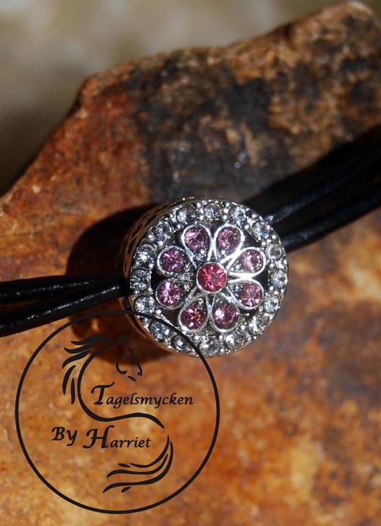 Rondell med små rosa stenar
