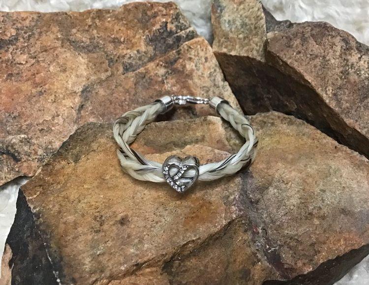 Rondell, hjärta med små ofärgade stenar