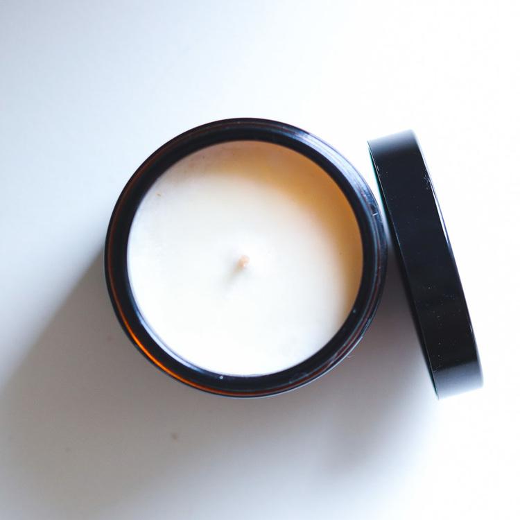 Handgjort, giftfritt ljus med lavendeldoft