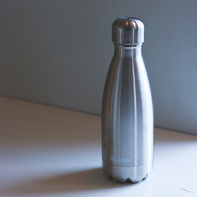 Rostfri isolerad flaska i metall