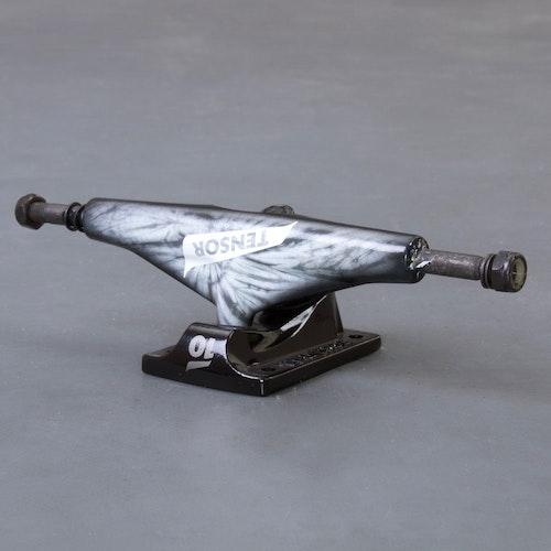 """Tensor Tie Dye 5.5"""" skateboard truckar"""