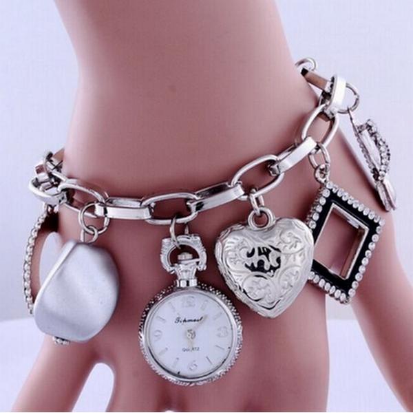 Svart Charm Armband Med Klocka