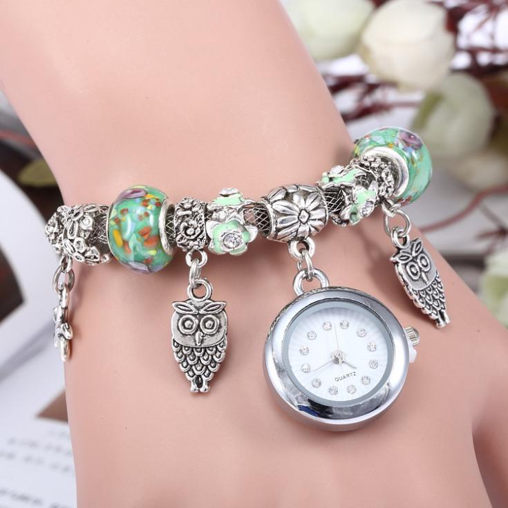 Gröna charm armband med klocka