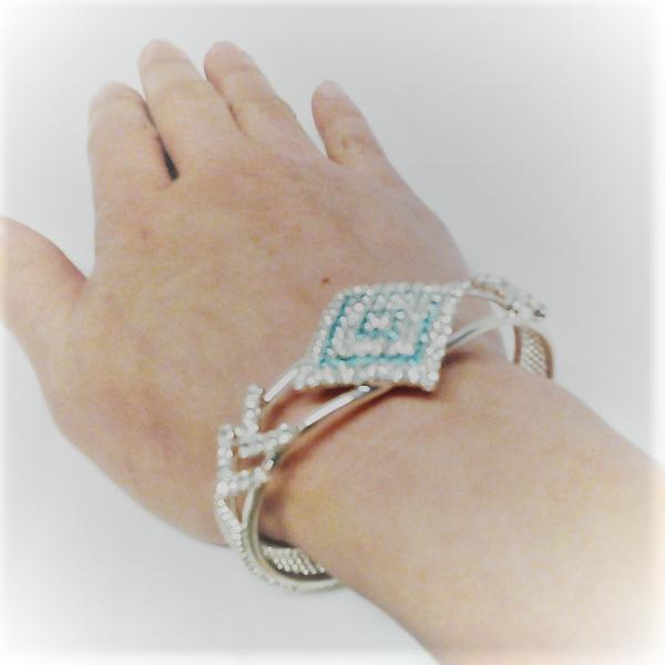 Gröna zirconia stenar four corners armband