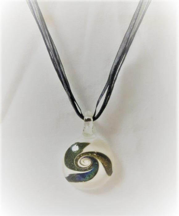 Lampwork Glas Livets Cirkel Vita Halsband
