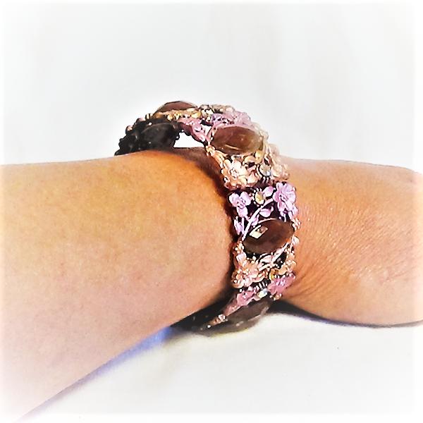 Vintage armband med blom dekorationer