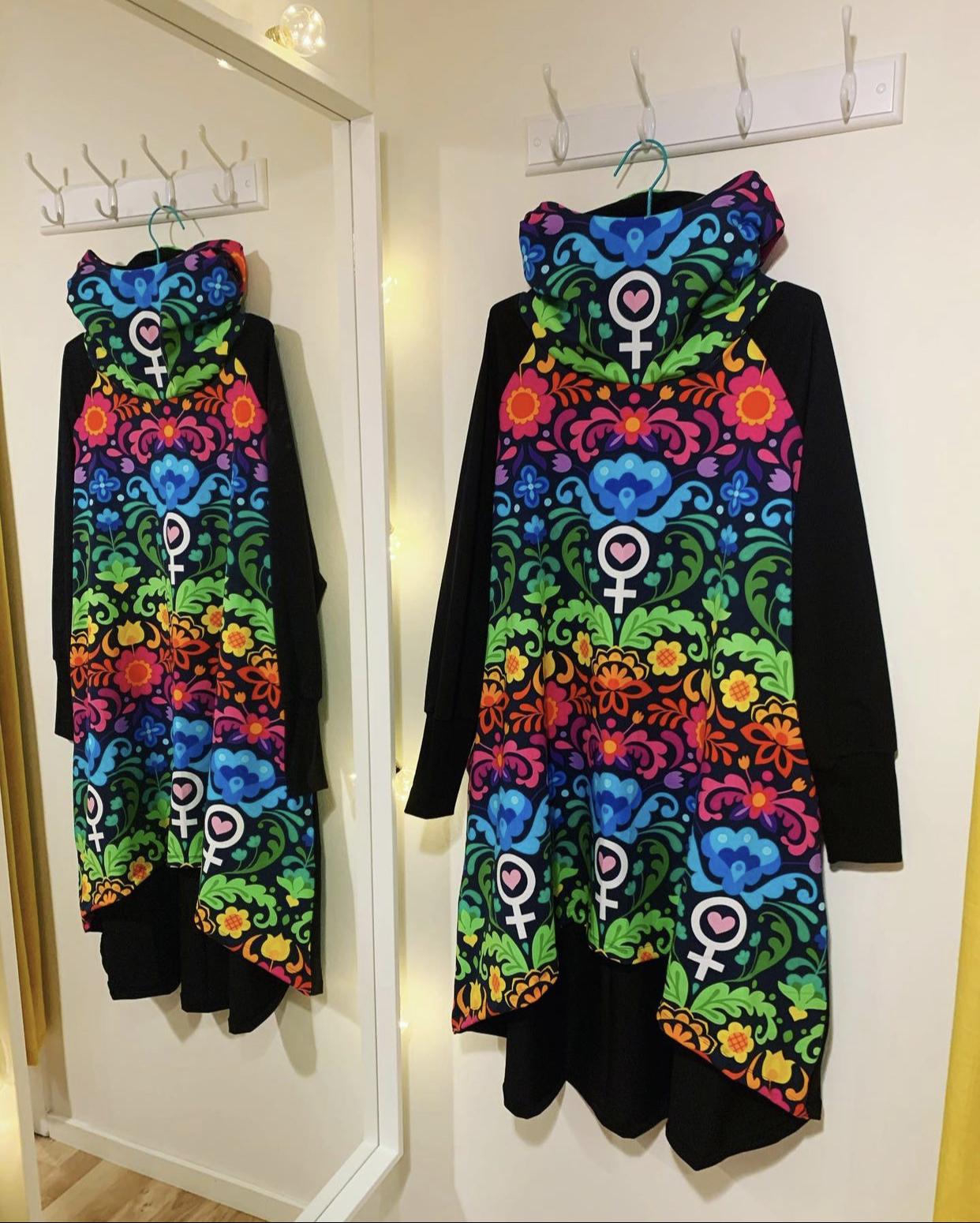 Hood dress Feministkurbits