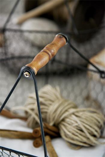 Trådkorgar av återvunnen metall