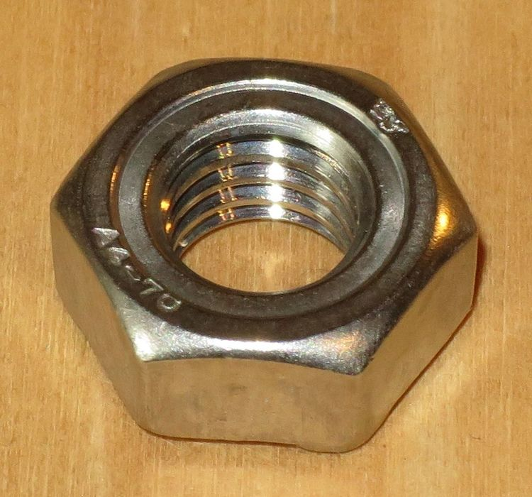 SVETSMUTTER ROSTFRI M5 A4 50st