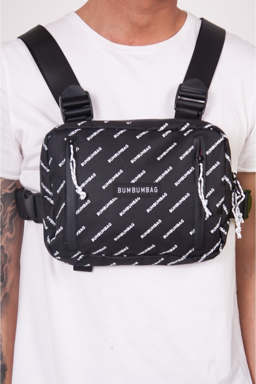 Bumbumbag - Light Bucket all-over Light Chest Bag intense brownie - Svart