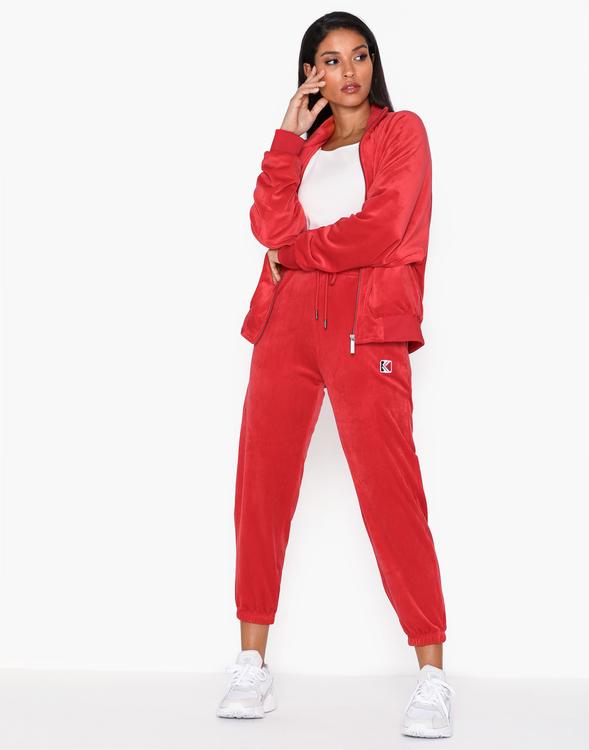 KARL KANI - Retro Velvet Sweatpants - röd