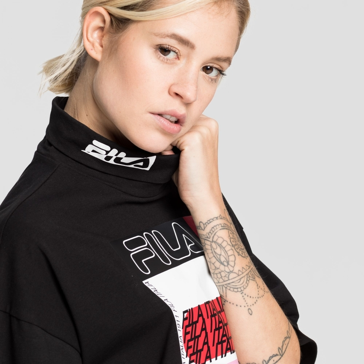 FILA - CARI Club Chaos Cropped Turtle Neck T-shirt - Svart