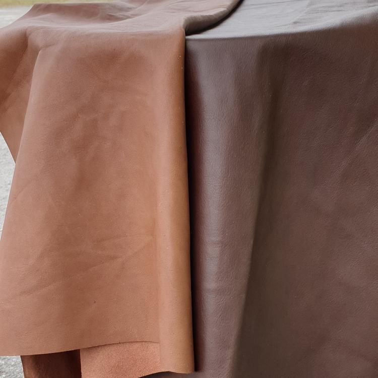naturfärgat renskinn och mörkbrunt renskinn