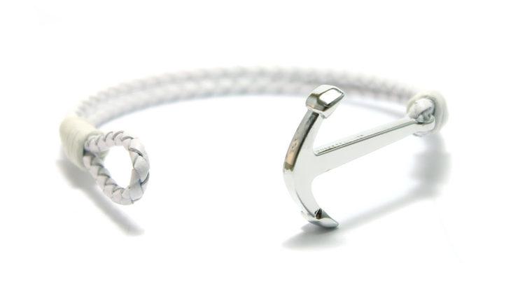 smycken vitt armband med ankare i silver