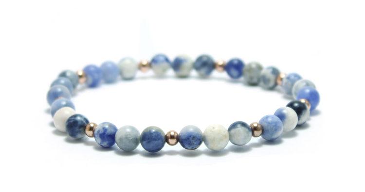 armband stenar blått vitt into the blue