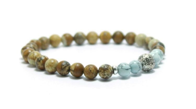 smycken armband med stenar och silver