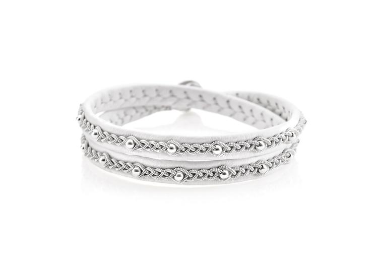 dubbelt vitt tennarmband med silverpärlor nordic jewelry design