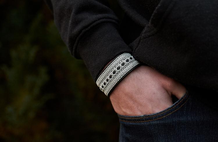 svart tennarmband nordic jewelry design herrarmband