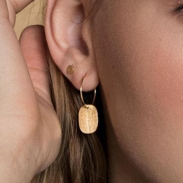 ANITA JUNE | Örhängen | Label...Not Hoop - 18K Guld