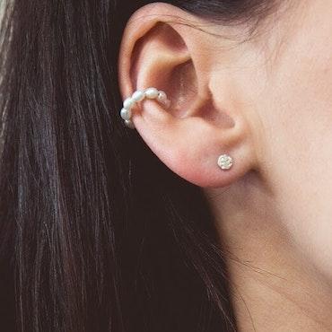 ANITA JUNE | Örhängen | Pearl Ear Cuff