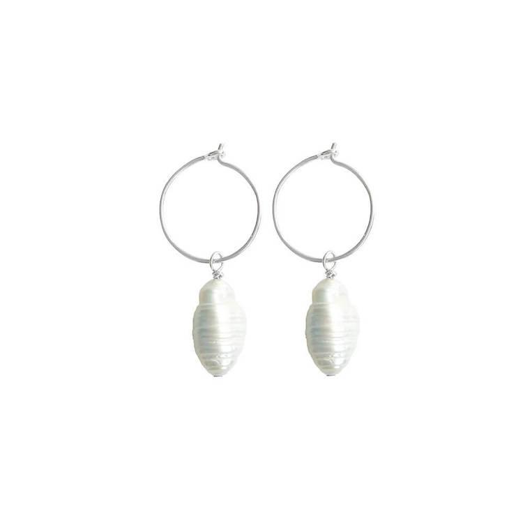 silverörhängen med ring och droppliknande stor pärla anita june
