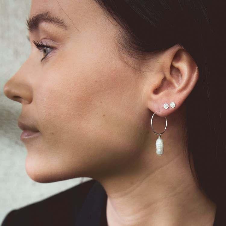 Örhängen med pärla anita june