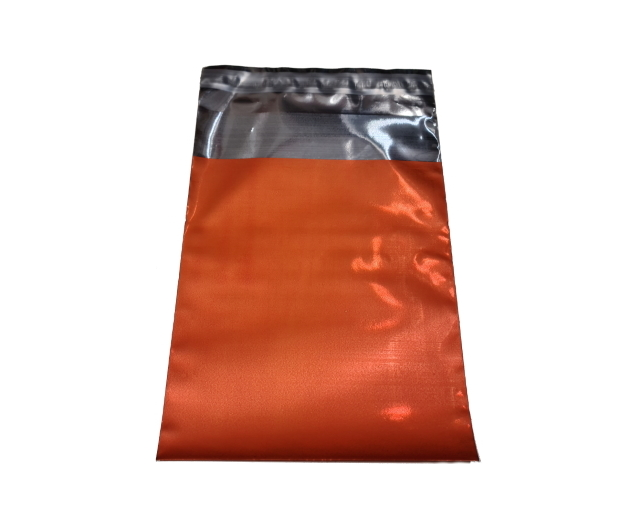 Metallic Postorderpåsar 2 storlekar 10 färger.