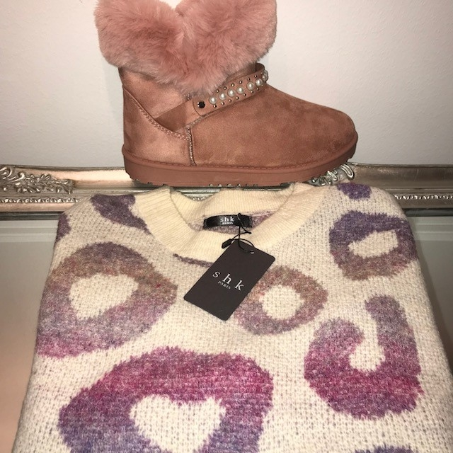 Fluffy puffy pink faux fur boots & softly circle me jumper