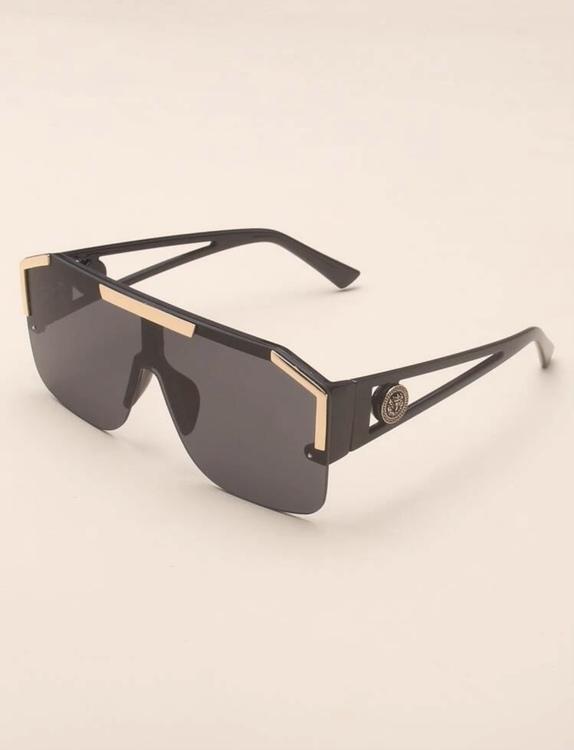 Malaga black framed sunglasses med guld detaljer!Lyx!