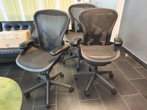 Herman Miller Aeron Medium/B Refurbished Graphite