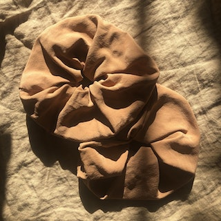 SILK SCRUNCHIE CLAY