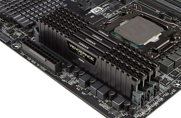 CORSAIR Vengeance DDR4 16GB kit 2400MHz CL16