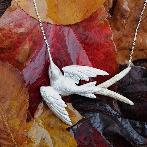 Fluttering Svallow Halsband, silver